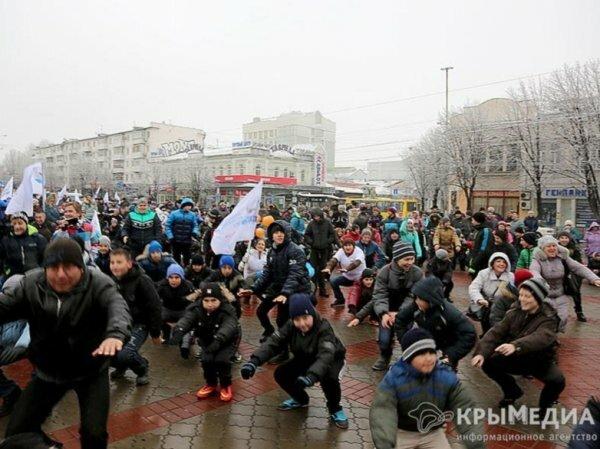 За день до зимы в Симферополе устроили массовую зарядку (ФОТО)