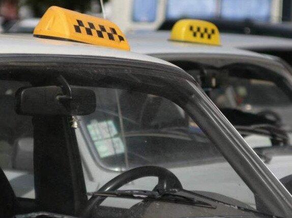 На транспортной блокаде Крыма зарабатывают таксисты, — СМИ