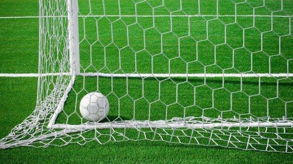 Российский футбольный союз подчинится запрету УЕФА на игру команд из Крыма