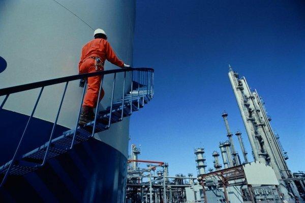 Спикер рассказал о вероятности строительства в Крыму нефтеперерабатывающего завода