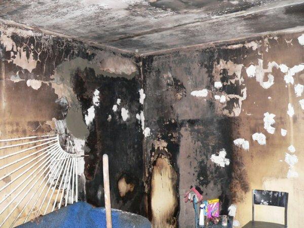 В Белогорске на пожаре человек отравился угарным газом