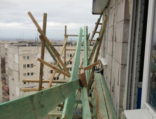 В Севастополе при падении с одиннадцатого этажа погиб монтажник