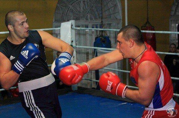 В Севастополе посоревновались городские и флотские боксеры