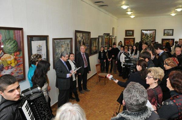 В Симферополе открылась выставка работ Академии акварели и изящных искусств