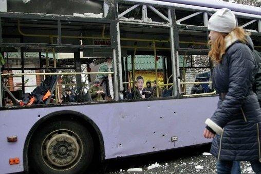 Трагедия в Донецке: под обстрел попала пассажирская остановка (ВИДЕО)