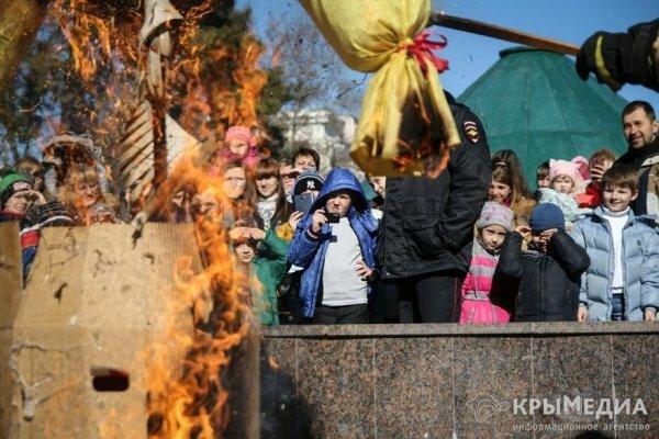 В Симферополе Масленичная неделя завершилась народными гуляниями и сжигание ...