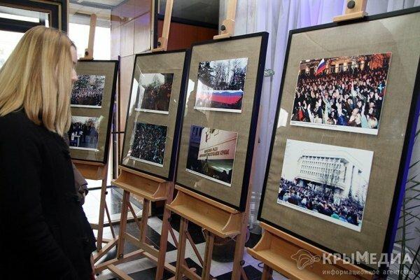 В Симферополе открылась фотовыставка «Твоя Крымская весна» (ФОТО)